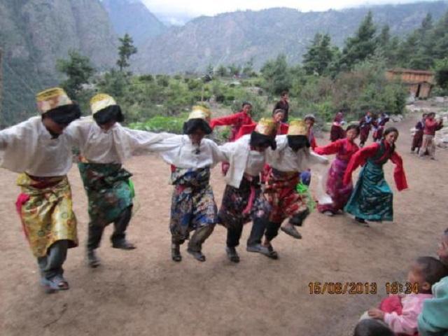Cultural dance performing 640x480