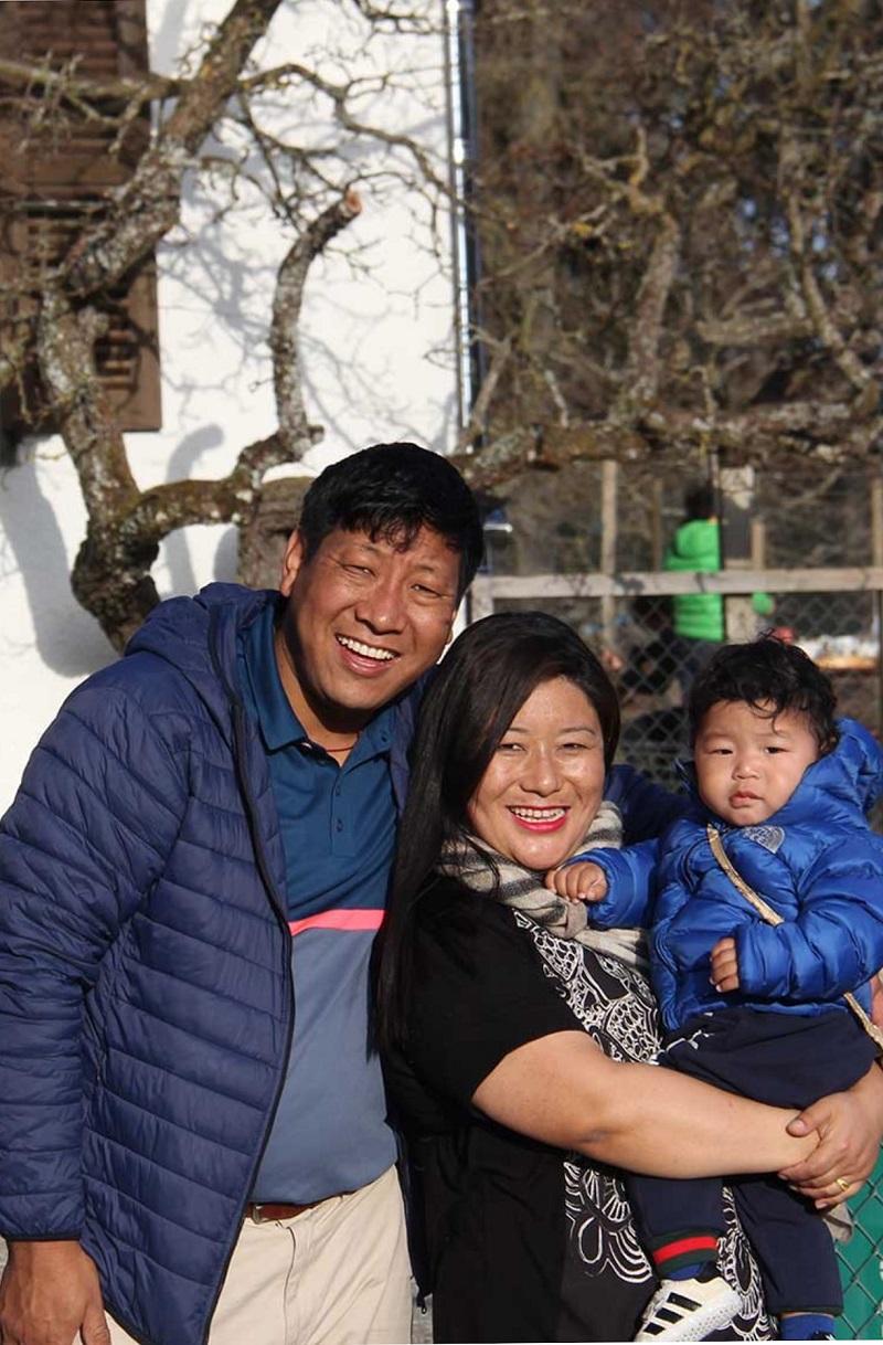 22 Chembal med fru och barn mars 2017 800x1218
