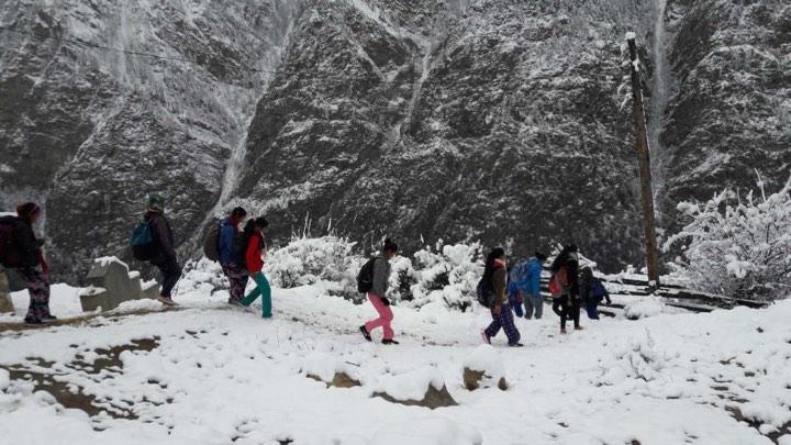 27 På väg till skolan i snö